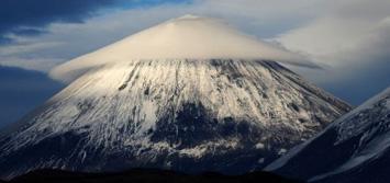 Re në formë UFO mbi majën e malit në Rusi  A355%281%29