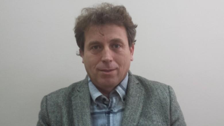 Dr. Bujar Berisha, Psikiatër me qasje psikoterapeutike