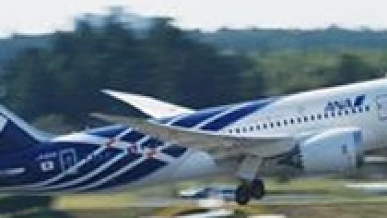 Kompanitë japoneze ulin në tokë avionët Dreamliner të Boeing-ut