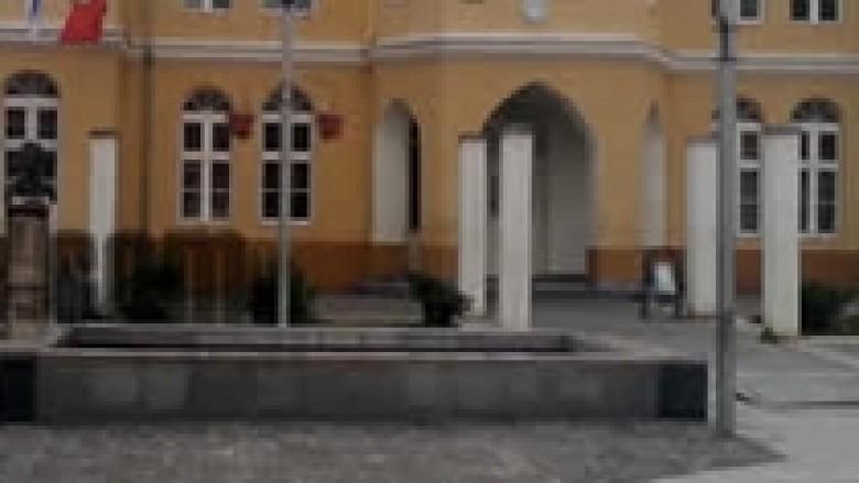 Xhandarmëria serbe e hoqi lapidarin e UÇPMB-së (Video)