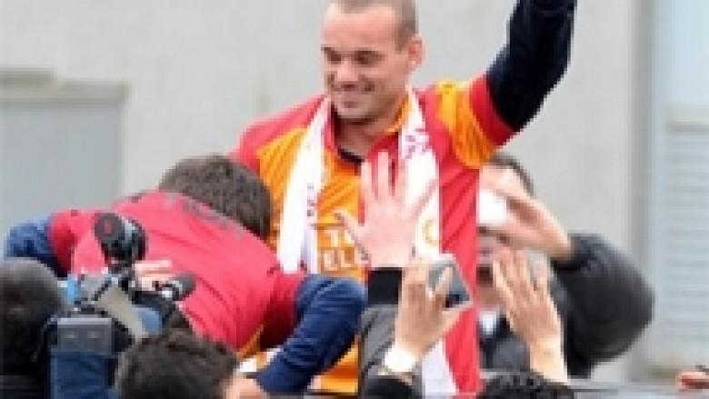Pas pritjes madhështore, Sneijder ndjehet krenar (Foto/Video)