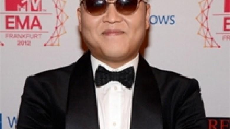 Psy performon në inaugurimin e presidentes