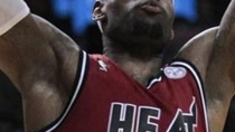 NBA: LeBron nxehet ndaj Bobcats