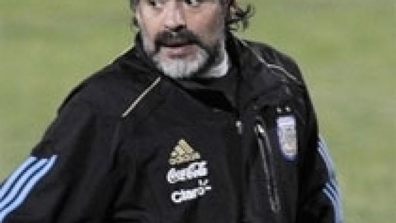 Maradona: Nuk jam duke i ikur tatimit