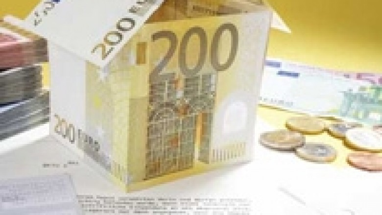 Qeveria merr hua për borxhe