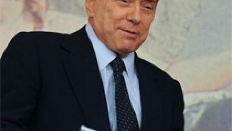 Akuzojnë Berlusconin se po i blen votat
