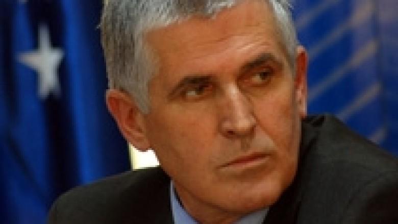 Rexhepi: Raportoj rregullisht në Komision