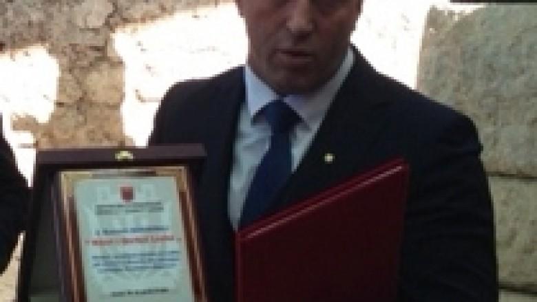 """Haradinaj merr titullin """"Nderi i Qarkut të Beratit"""""""