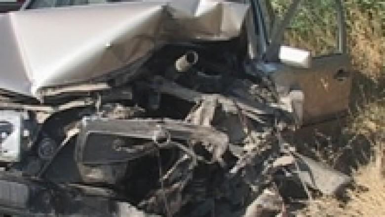 Një i vdekur në një aksident në Pejë