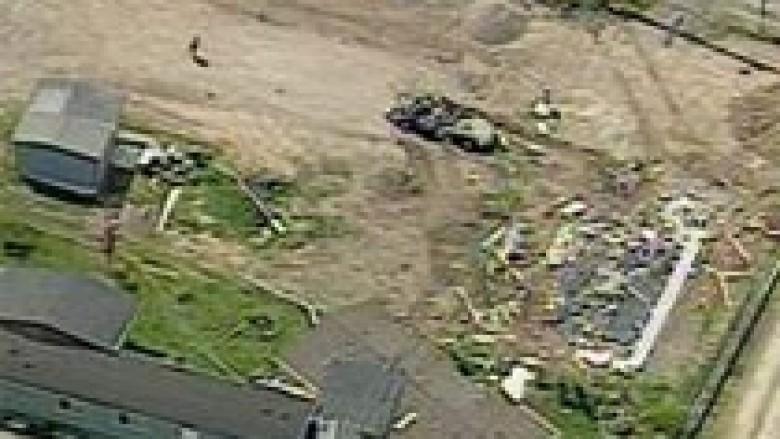 U nervozua dhe ua shkatërroi shtëpitë fqinjëve (Video)