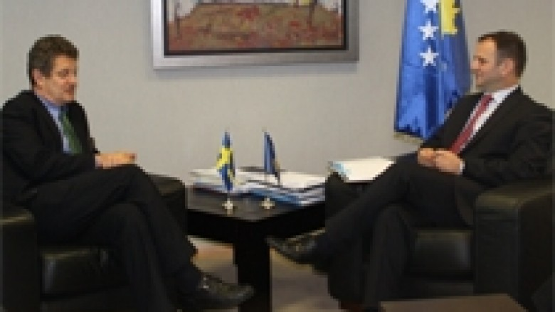 Kuçi u takua me ambasadorin suedez