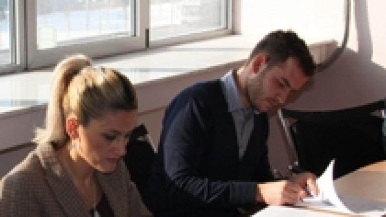 Pesë studentë nga Kosova përfitojnë bursë për në SHBA