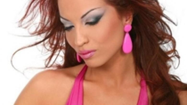 """Rovena Stefa sjell versionin e ri të këngës """"Malli"""""""