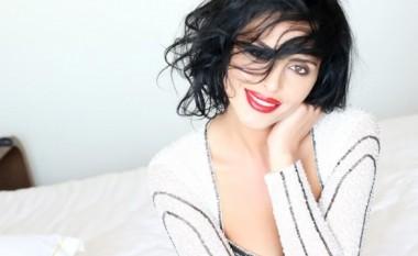 Ish-miss Kosova del pa të brendshme, duket tejet seksi (Foto)