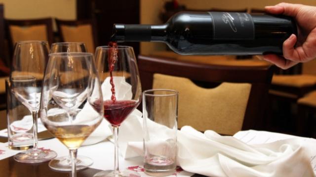 Kosovarët pinë më së paku verë në Evropë