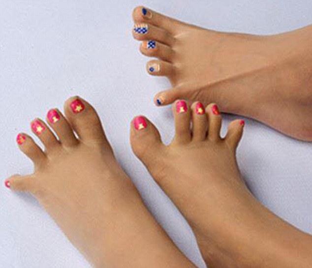 Çorape bizare për femra se bashku me thonjte e lyer foto 2