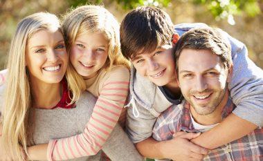 Udhërrëfyesi për të rritur një fëmijë të lumtur, të shëndetshëm dhe kujdesshëm