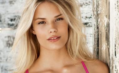 Engjulli i Victoria's Secret vjen 96% nudo në shtrat (Foto +18)
