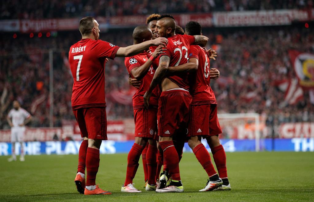 Arturo+Vidal+FC+Bayern+Muenchen+v+SL+Benfica+_DpcBl_u9LOx