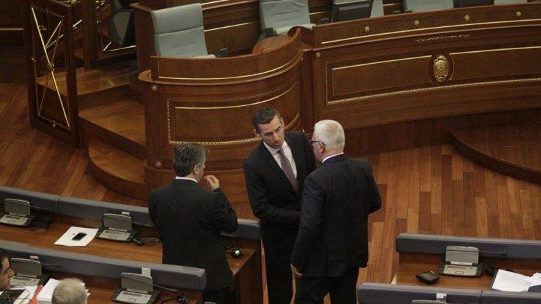 Deputetët e pushtetit mashtrojnë Kuvendin