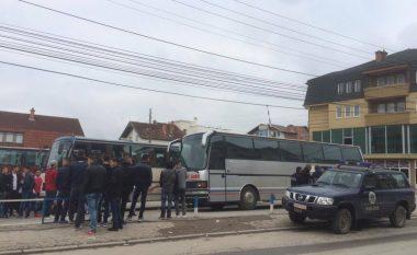Nxënësit e Podujevës tentojnë të shkojnë në ekskursion pa leje të Drejtorisë së Arsimit