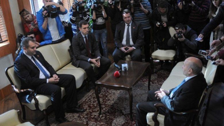 Kryeministri Mustafa i gatshëm të takohet me Shpend Ahmetin