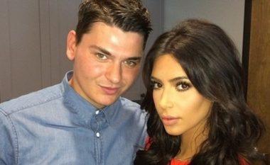 Kim Kardashian zhvishet pranë grimerit shqiptar (Foto)