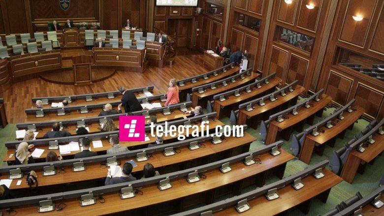 """""""72 deputetë u nënshkruan për mëditje, në sallë vetëm 54"""""""