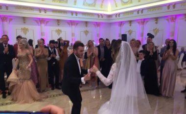 Ekskluzive! Milot Llaloshi duke vallëzuar me nusen (Foto/Video)