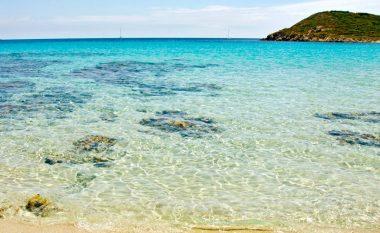 Tri nga shumë plazhet e bukura të Italisë