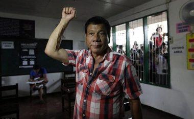 Presidenti i ri refuzon të jetojë në pallatin presidencial, sepse është i 'pushtuar nga fantazmat'