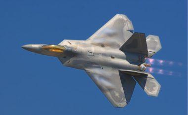 """Amerika """"ringjall"""" aeroplanin luftarak më vdekjeprurës (Foto)"""