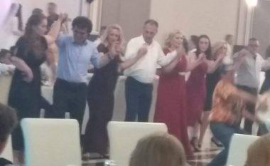 """Kur Fatmir Limaj e """"ndez"""" atmosferën duke vallëzuar para tupanëve (Foto)"""