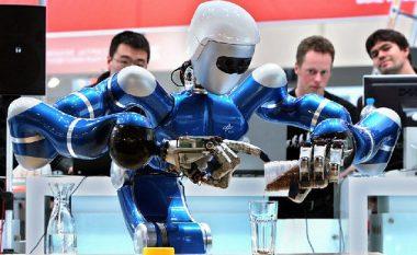 E pabesueshme: Foxconn zëvendëson 60 mijë punëtorë me robotë!