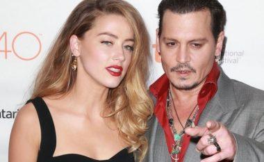 Depp e rrahu gruan, sepse ajo e tradhtonte me modelen që është përfolur edhe për një lidhje me Rita Orën (Foto)