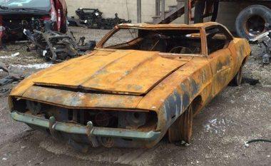 Shitet Chevrolet Camaro, i djegur dhe i kthyer në metal skrapi (Foto)
