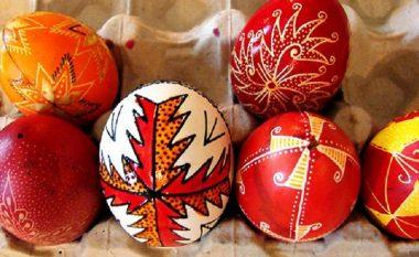 Besimtarët ortodoksë festojnë Pashkët