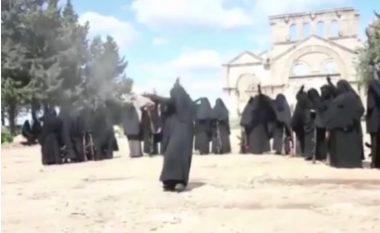 """Këto janë gratë e ISIS-it: """"Mrs terror"""" me mesazh të ri kërcënues në rrjetet sociale (Video/Foto)"""