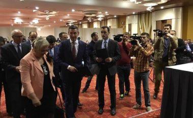 Veseli uron gazetarët në Ditën e Lirisë së Shtypit