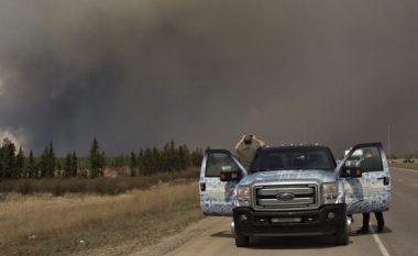 Shikoni se si qyteti kanadez Alberta është kapluar nga zjarri (Foto/Video)