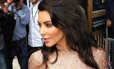 Derisa po spekulohet për divorc, Kim i tregon burrit se çfarë mund të humbë (Foto)