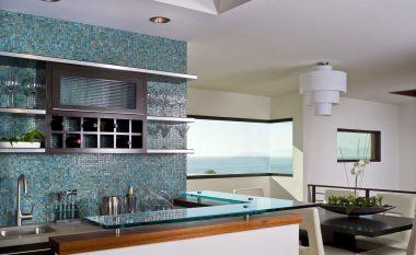 Kuzhina: pllaka, qelq, apo tapeta?