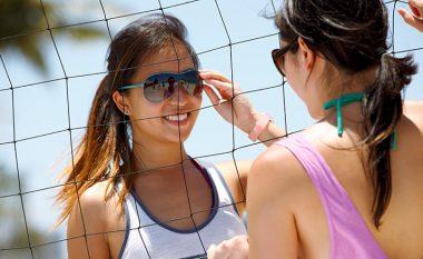 Mjekët rekomandojnë: Zgjedhni syze dielli që mbrojnë sytë