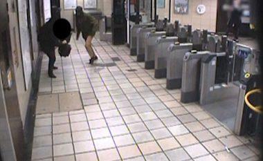 Shikoni se si një burrë tenton t'ia pres kokën një pasagjeri në metro (Foto/Video, +16)