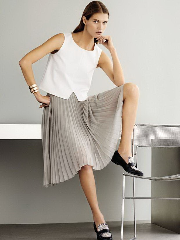 My-Favorite-Ways-To-Wear-A-Pleated-Skirt-This-Summer-13