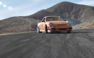 Shikoni Porsche 911 duke lëvizur me shpejtësi dhe 'elegancë' nëpër pistë (Video)