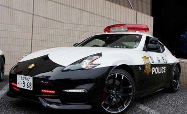 Policia në Tokio bëhet me tri super-vetura për mbrojtjen e rendit (Video)