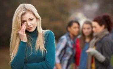 Trishenja paralajmëruese që tregojnë se jeni të rrethuar me shoqëri të keqe