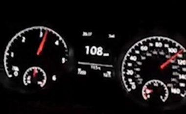 Regjistron vozitjen me njërën dorë, teksa lëvizë mbi 170 km/h (Video)
