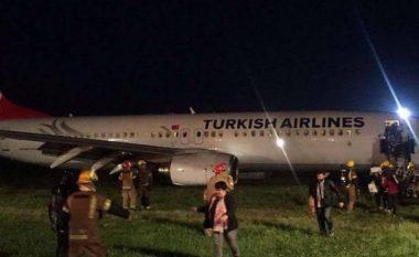 Krejt çfarë ndodhi në Aeroportin e Prishtinës, pas daljes së aeroplanit turk nga pista (Video)